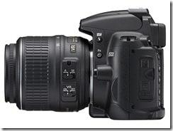 d5000 18 55 left thumb - Nikon D5000, la prima reflex con monitor LCD ad angolazione variabile