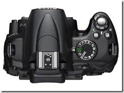 d5000 top thumb - Nikon D5000, la prima reflex con monitor LCD ad angolazione variabile