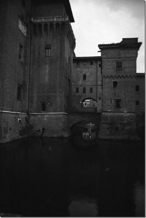 16 - Ferrara, Il castello, baruliperte