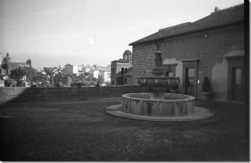 23 - Viterbo, fontana con vista, mattina, Etrusco74