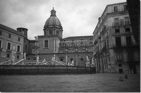 2 - Palermo, Piazza delle Vergogne, Hank Chinaski