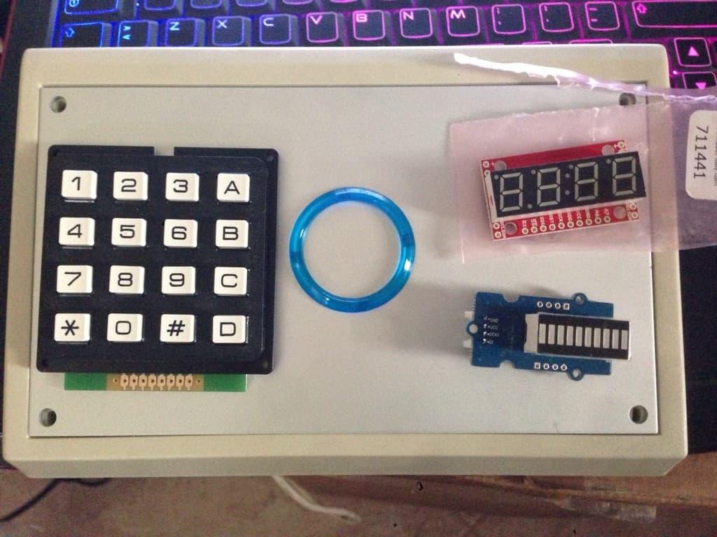 puge8ege e1400066725801 - timerino, un timer programmabile per ingranditore costruito con il microcontroller Arduino