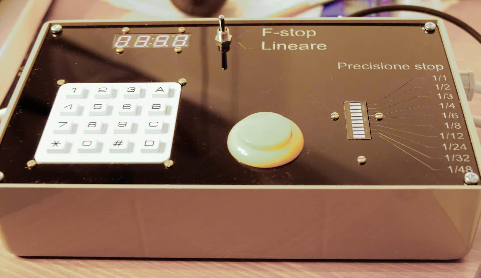 timerino - timerino, un timer programmabile per ingranditore costruito con il microcontroller Arduino