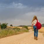 donna viaggiatrice 150x150 - idee regalo da donna: le migliori occasioni per un natale senza pensieri