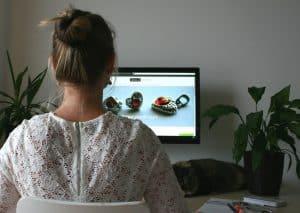 lavorare da casa 300x213 - Cosa fare prima di iniziare a vendere online: l'esperienza di Isabella